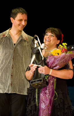 Paula Gentine accepts 2010 Movers & Shakers Gala trophy